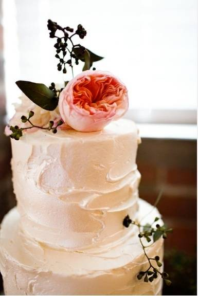 The Beauty of Simple Wedding Cakes