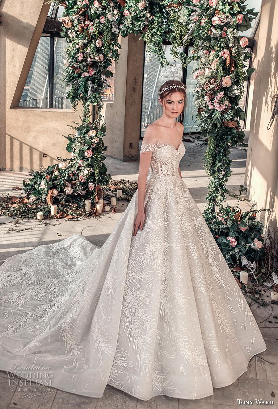 tony ward mariee 2019 off the shoulder sweetheart neckline full embellishment romantic princess ball gown a line wedding dress chapel train (2) mv