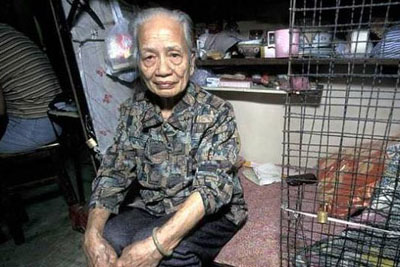 Man-In-Hong-Kong-Cage-2