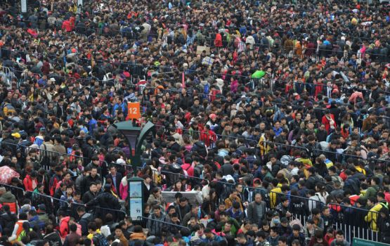 Thousands of Lunar New Year Travelers Stranded at Railway Station
