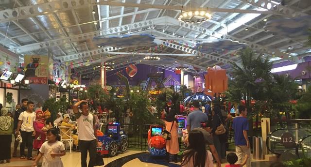 Tasha May_welovejakarta_Kid City Carrefour Transmart Cilandak_Jakarta with kids
