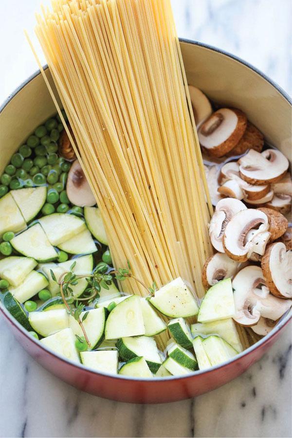 one_pot_pasta_vegetarian_peas_mushrooms