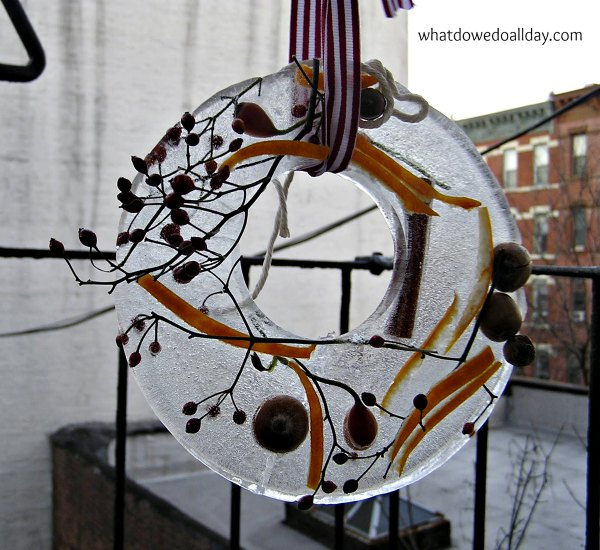 Make an ice wreath with your kids