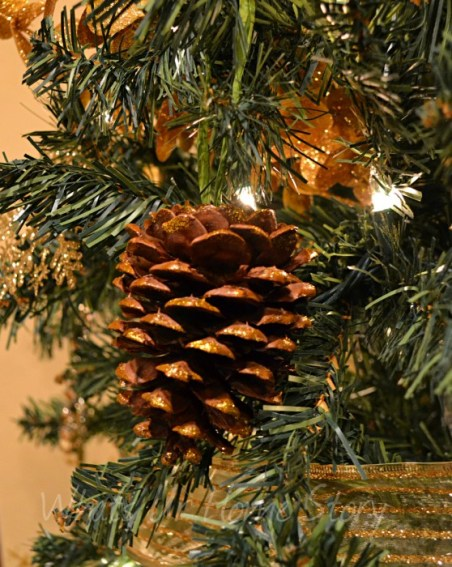Whats Ur Home Story: Pine cone ornament