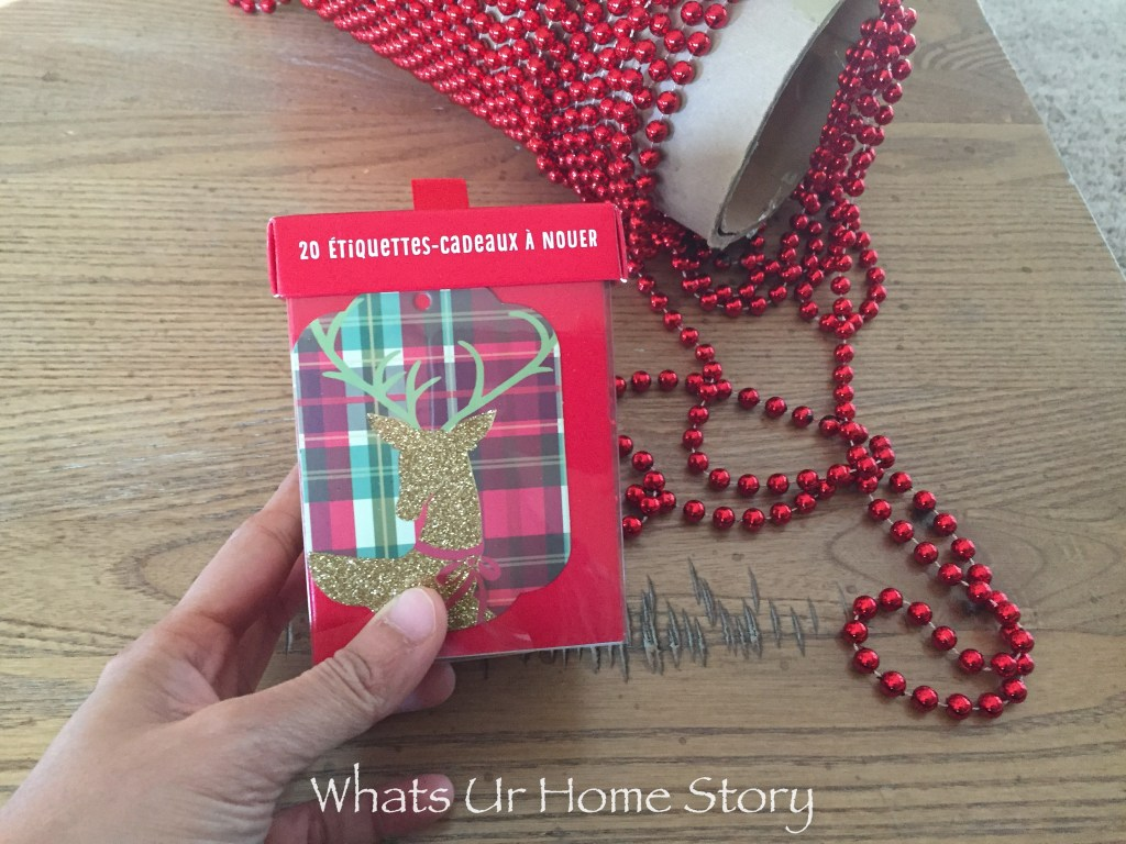 Did you know gift tags make for a super easy Christmas garland? Gift tag garland-