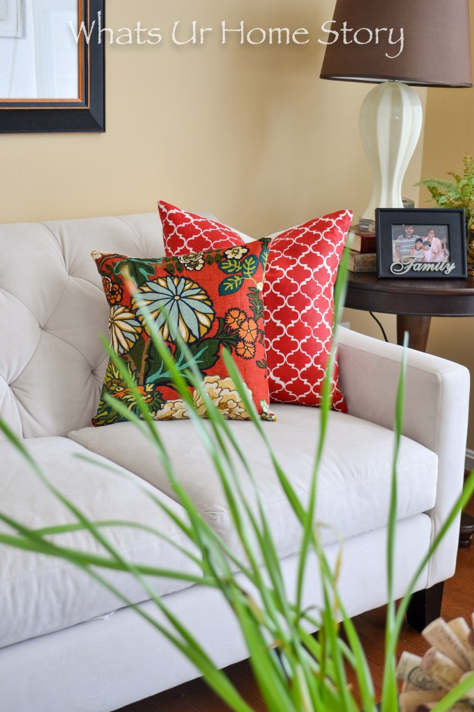 DIY inisible zipper pillows are so easy to make. If know how to sew a straight line then you can learn how to make a pillow