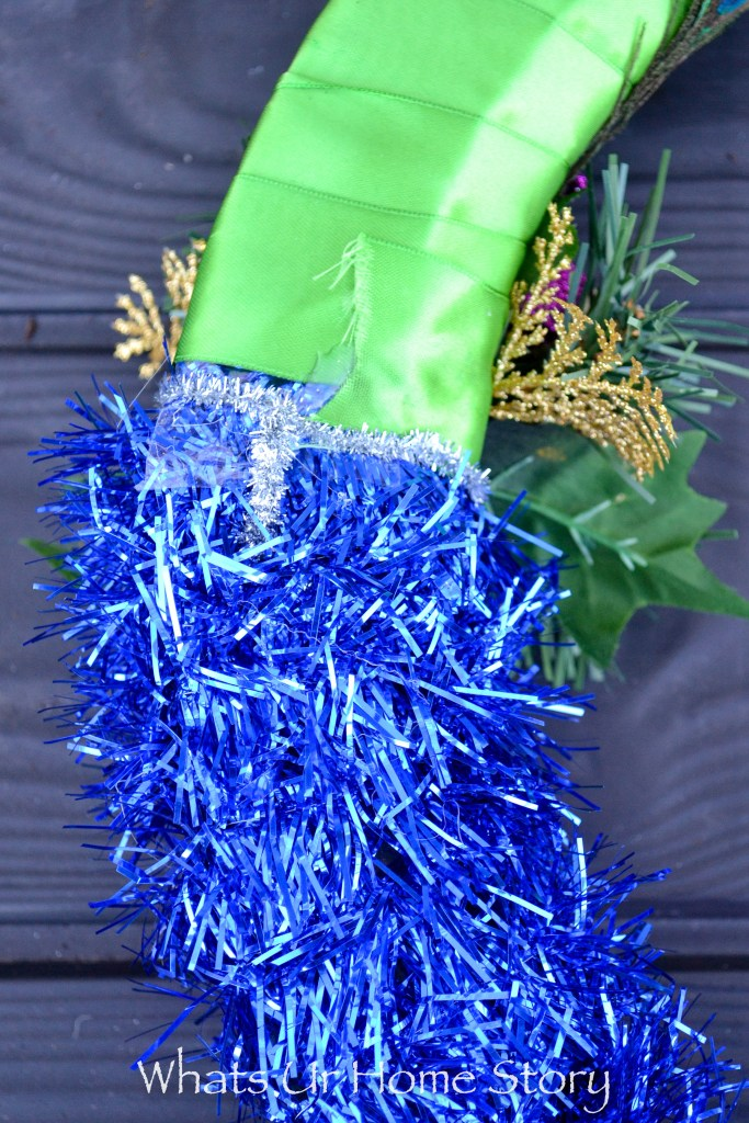 diy-photo-props-peacock-themed-photo-frame-for-photo-booth