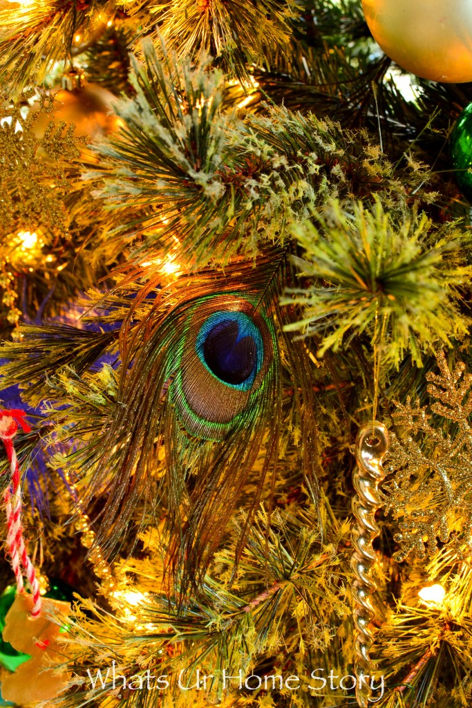 peacock-themed-christmas-tree-peacock-feathers-in-a-christmas-tree