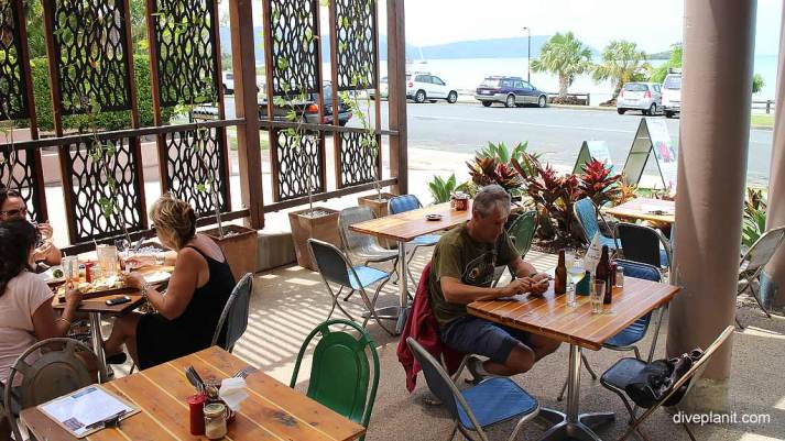 7228-Fat-Frog-Beach-Café-at-Airlie-Beach-in-the-Whitsundays-7228