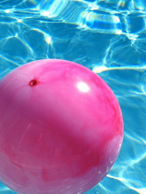 Pink Ball in Water, Photo Romi Cortier