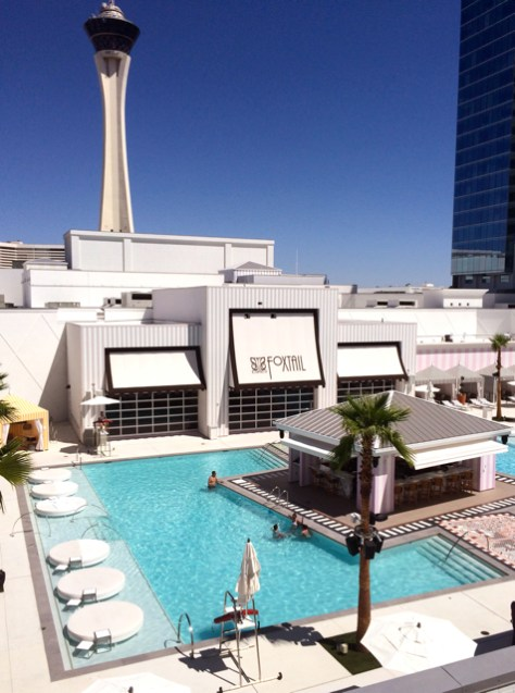 Pool at SLS Hotel & Casino, Las Vegas, Photo Rom Cortier