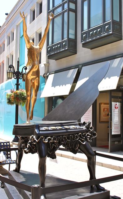 Dali's Surrealist Piano, Beverly Hills, Photo Romi Cortier