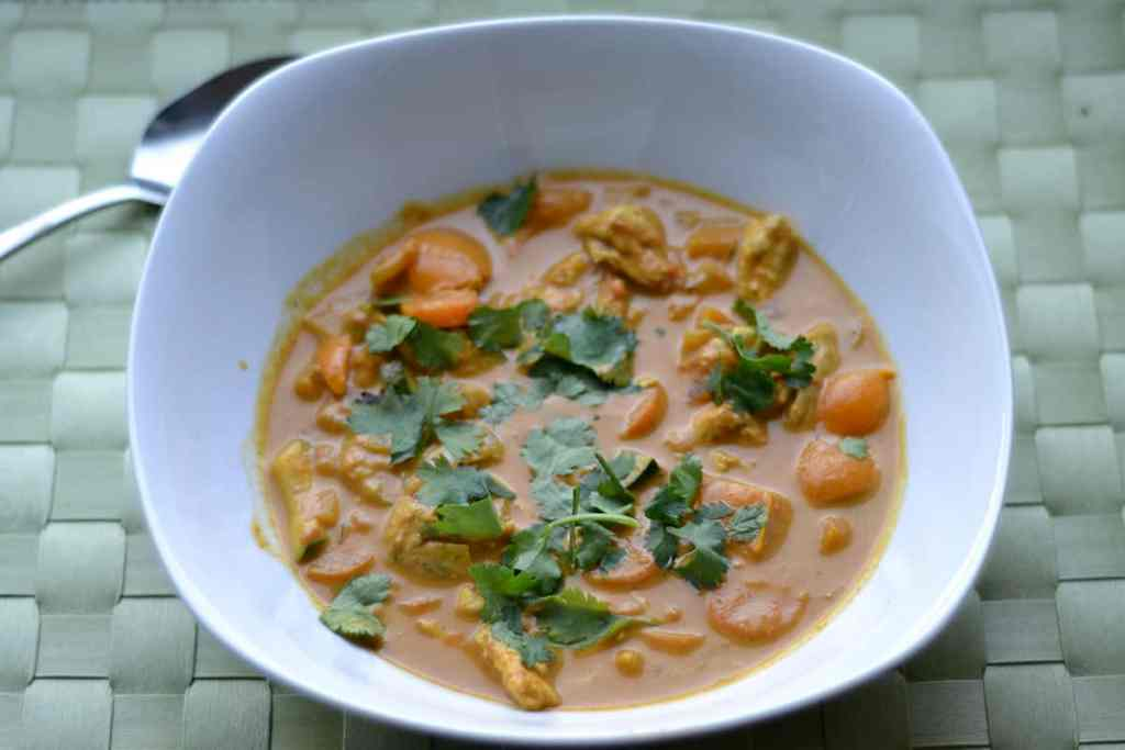 Easy Chicken and Vegetable Curry - Wholesomelicious