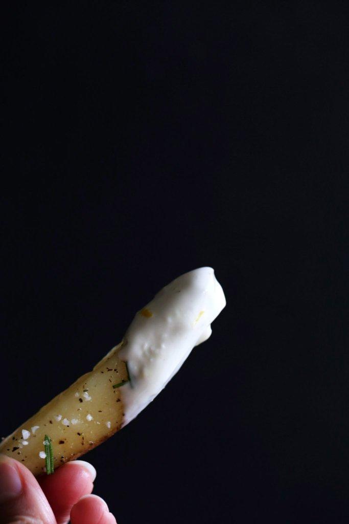Crispy Baked Rosemary Fries with Vegan Lemon-Garlic Aioli ...