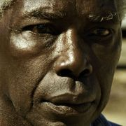 Fotograma del actor Magaye Niang que interpreta a Mory cuarenta años después.