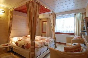 Wirtzfeld Valley Bedroom b04