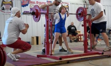 Naomi Kutin weighlifting
