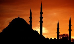 silhouette_of_the_mosque_by_masisus