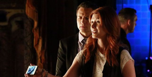 """Jewel Staite guest-stars, as Castle & Beckett try to find out who killed the movie actor now starring in a stage production of """"Hamlet""""."""