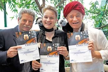 und übernahm mit Sohn Sebastian (Bild Mitte) und Tochter Olivia gleich eine Patenschaft. © barbara pálffy