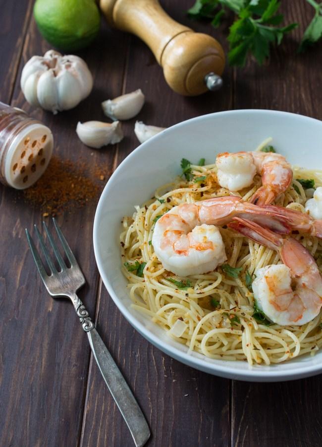 Mojo de Ajo Shrimp Pasta is a Mexican inspired version of Spaghetti aglio e olio. Pasta tossed in Mojo de Ajo (garlic oil), topped with succulent shrimp, chili flakes and fresh parsley or cilantro.