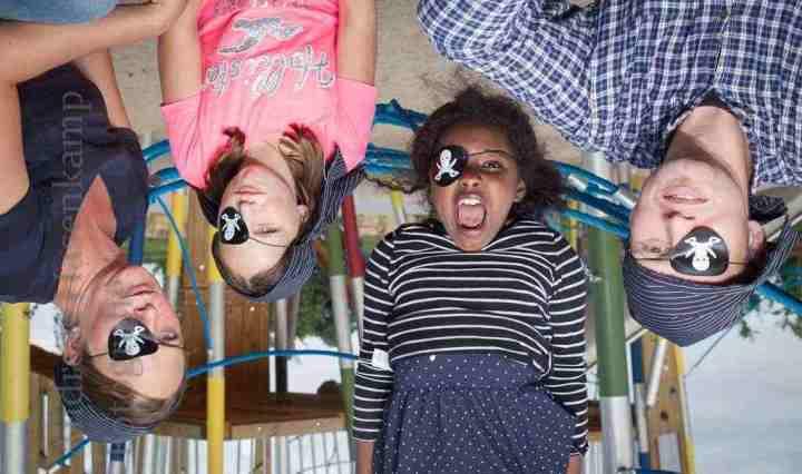 Abenteuerlich dürfte es am 23.8. beim Piraten-Fest zugehen: Hanna Böhm, Paulina Talmann, Sara Douqu und Jan Helmig.  Foto: A. Hasenkamp, Fotograf in Münster.
