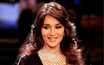 Madhuri Dixit-top10s.biz--Top 10 Beautiful Bollywood Queens Actress