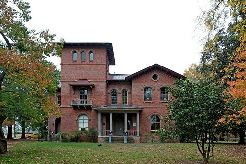 Top 10 haunted places in the us state of alabama for Famous haunted houses for sale
