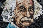 Rostro de Albert Einstein hecho con objetos reciclados