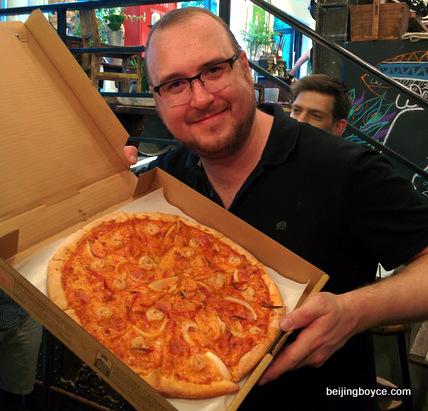 drunken shrimp pizza with josh lally of gung ho pizza at pop up beijing for world baijiu day.jpg