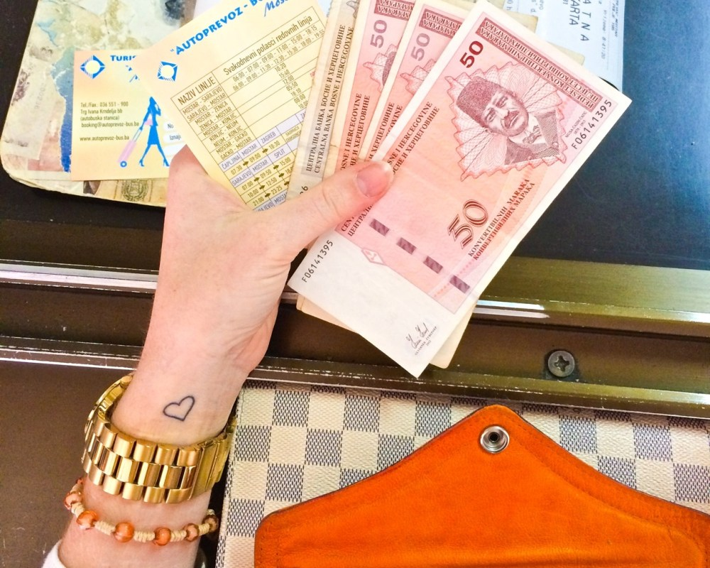 ways saved money travel world