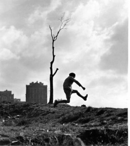 """Robert Doisneau, """"La poterne des peupliers, Paris 1934"""""""