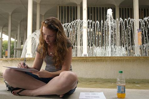 Φοιτήτρια εν ώρα μελέτης