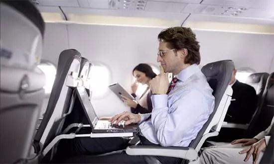 Διάλεξε δίπλα σε ποιον θα κάτσεις στο αεροπλάνο μέσω Facebook!