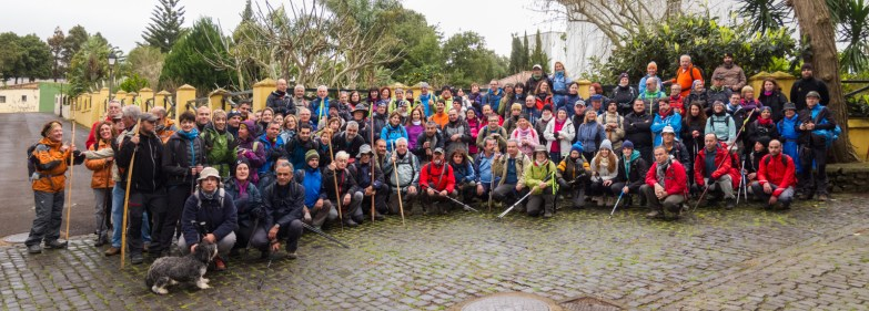 Un grupo de montañeros recorre La Cañada de La Laguna