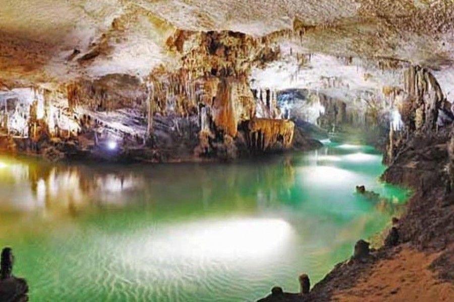 Resultado de imagen de aracena gruta castillo