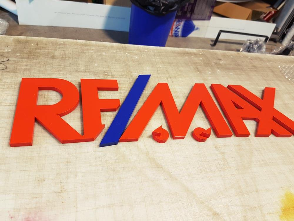 Letras corporeas de acero remax ebre rotulos xprinta - Fabricacion letras corporeas ...