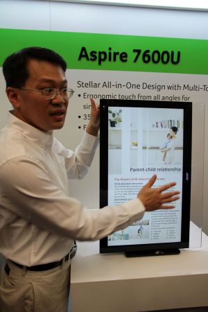 aspire 7600u 300x450 [Computex 2012]Acer Aspire U Series: Komputer All in One Super Fleksibel  pc desktop news komputer
