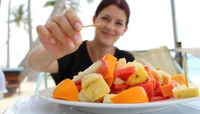 Doğal tatlı olarak meyve tüketebilirsiniz. Hem antioksidan vitaminler hem de yeterli lif almanız için günde 3-4 porsiyon meyve tüketmeye özen gösterin.