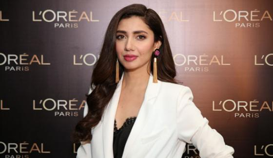 Mahira Khan is declared as charming lady of Pakistan continuous third year