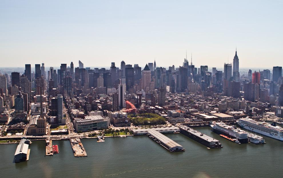 Una vista del centro de Manhattan y sus principales rascacielos puede observarse desde el helicóptero en corto vuelo sobre el centro de la ciudad. (Tetsu Espósito - Nueva York, Estados Unidos)