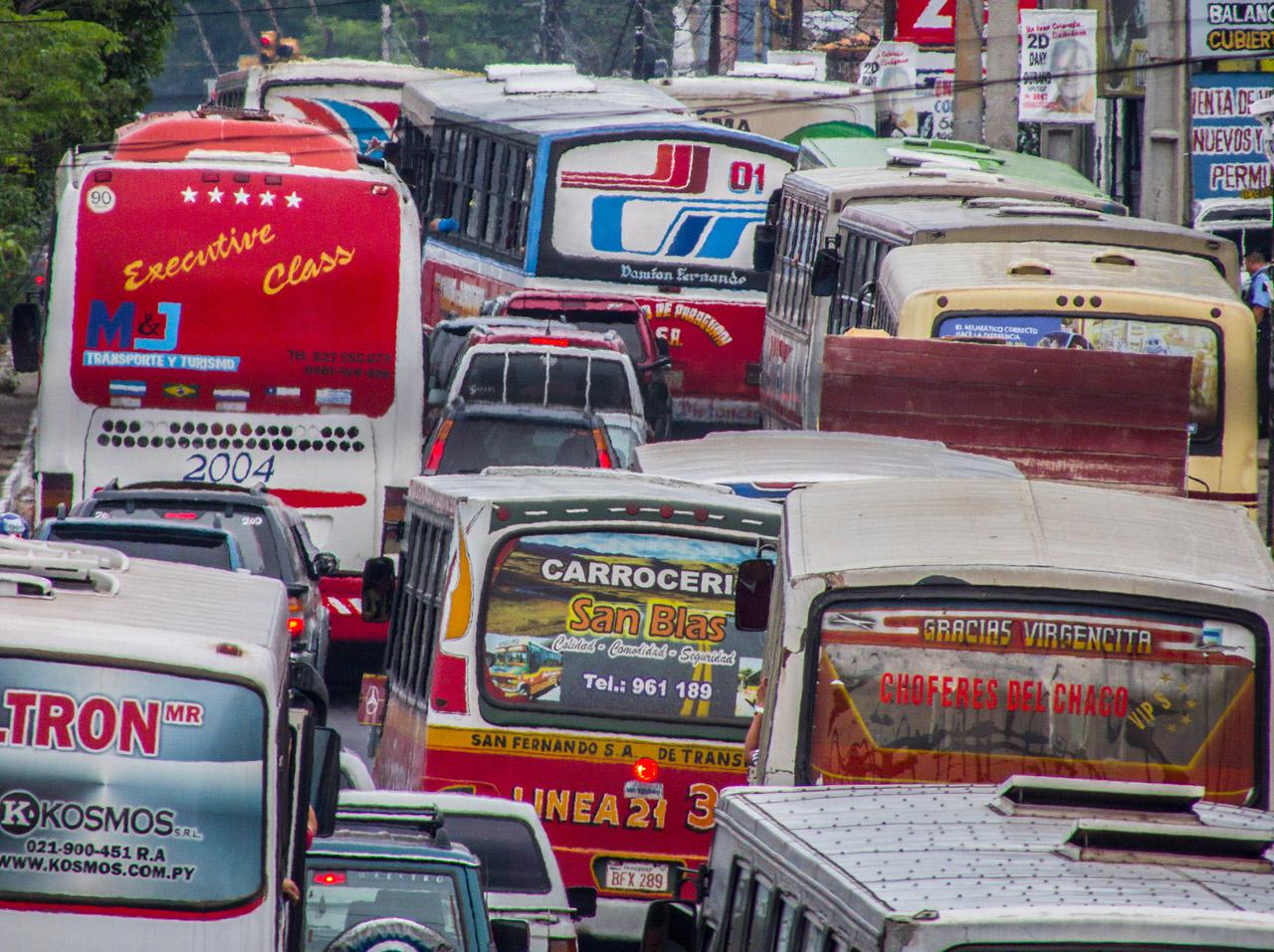 Tráfico de buses sobre la avenida Eusebio Ayala, año 2012.