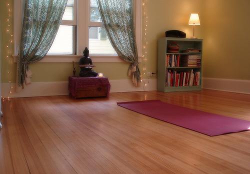 Crea tu habitaci n ideal para la pr ctica de yoga en casa - Crea tu habitacion ...