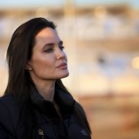 Experts Back Angelina Jolie Pitt in Choices for Cancer Prevention