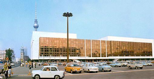 800px-Palast_der_Republik_DDR_1977