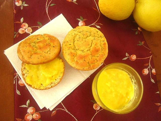 04_lemon_curd_muffin_sliced_topview
