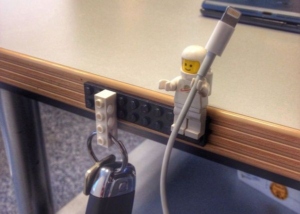 8-tech-hacks-make-stylish-cable-holders-using-lego-figures_08_01_2015
