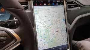 Tesla Model S_Plancia (4)