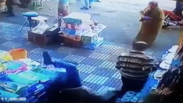 Moroccan lady punches a dude