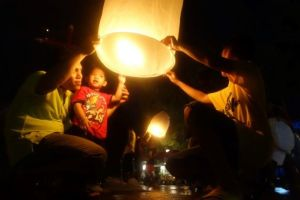 Fête de Loy Krathong en Thailande du coté de Sukhothai